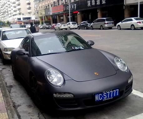 Porsche 911 is matte black in China