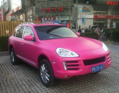 Porsche Cayenne is Pink in China