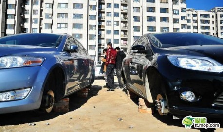 Tire Thief scares car owners in Beijing