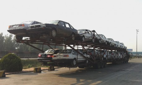 Extreme Transport: 26 Volkswagens on One Truck in China