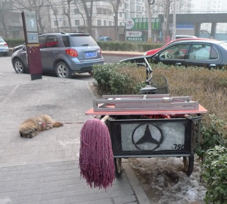 Tricycle is a Mercedes-Benz in China