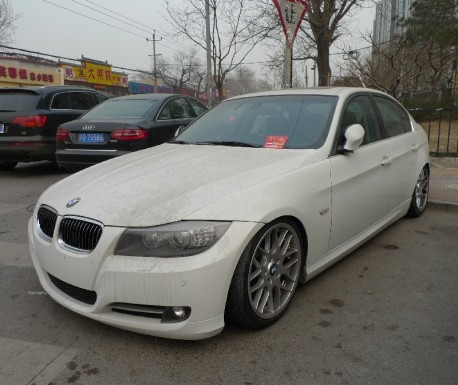 BMW 3 is a lowrider in China