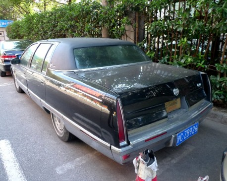 Spotted in China: Cadillac Fleetwood Brougham in Black