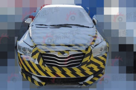 Spy Shots: new Dongfeng-Fengshen S30 testing in China