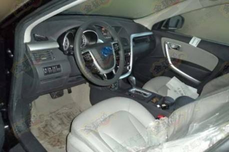 Spy Shots: FAW-Besturn X80, the interior