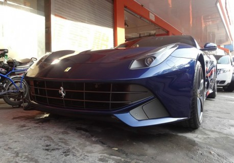 Ferrari F12berlinetta is Blue in China