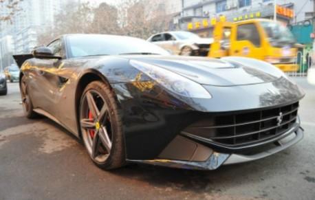Ferrari F12berlinetta is Dusty in China