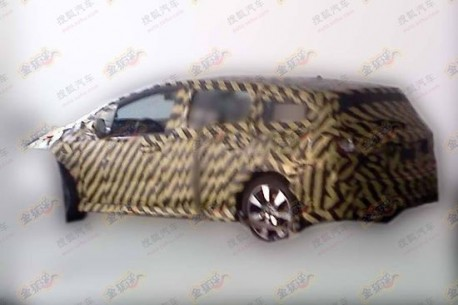 Spy Shots: new Honda Stream testing in China