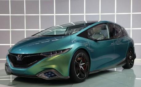 Spy Shots: new Honda Stream testing in China