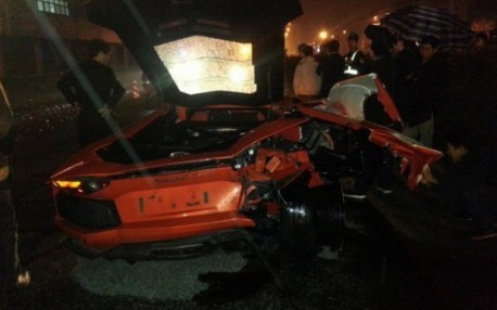 Crash Time China: Toyota hits Lamborghini Aventador hard in the back