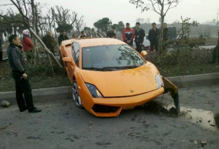 Crash Time China: Lamborghini Gallardo hits Trees