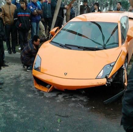 Crash Time China: Lamborghini Gallardo hits Trees