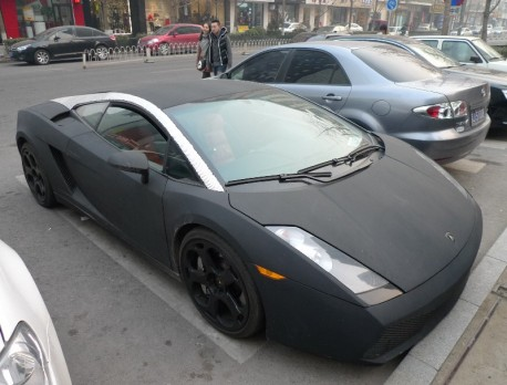 Lamborghini Gallardo is matte black & a bit Bling in China