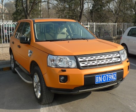 Land Rover Freelander is matte orange in China