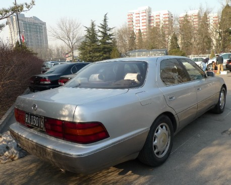 Spotted in China: first generation Lexus LS400