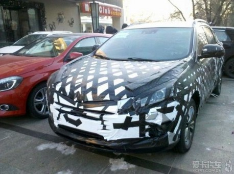 Spy Shots: Luxgen compact SUV seen testing in China