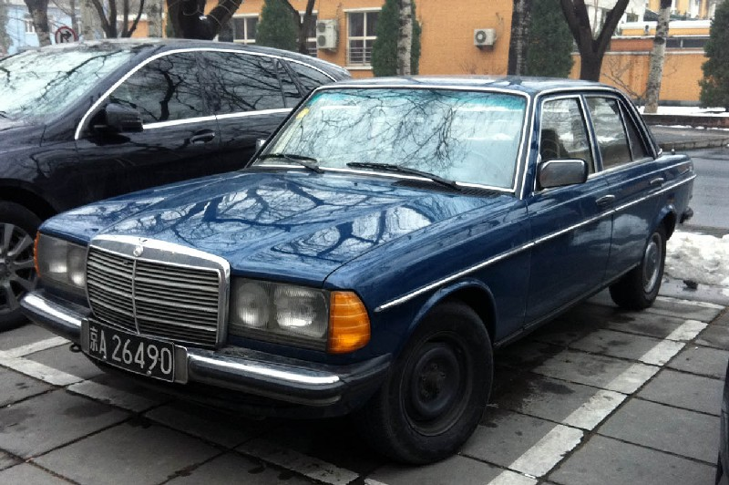Spotted in china w123 mercedes benz 200 for Mercedes benz china