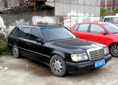 Spotted in China: Mercedes-Benz W124 E-Class Estate