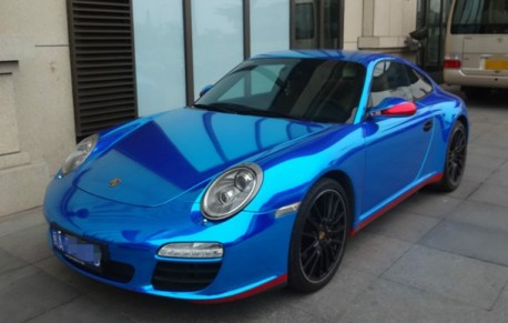Porsche 911 is shiny blue in China