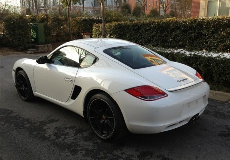 Spotted in China: white Porsche Cayman with Big Black Alloys