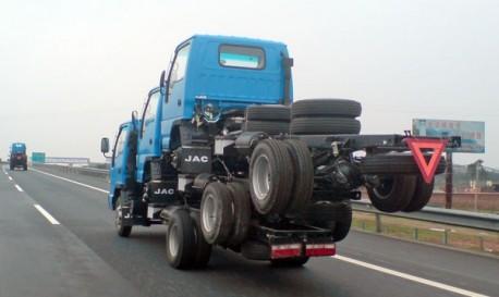 Transporting Three Trucks, the Chinese Way