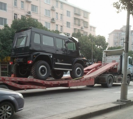 The Massive Unimog U5000 SUV on the Move in China