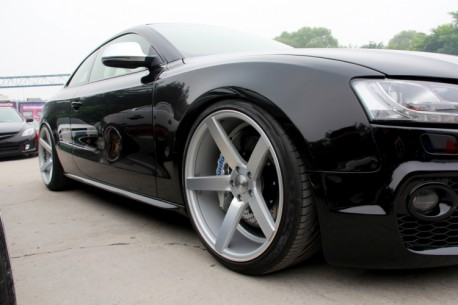 Audi S5 is a Black Lowrider in China
