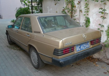 Spotted in China: W201 Mercedes-Benz 190E in brown