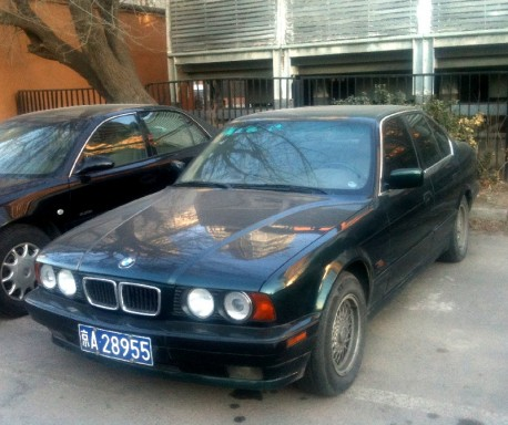 Spotted in China: E34 BMW 525i in green