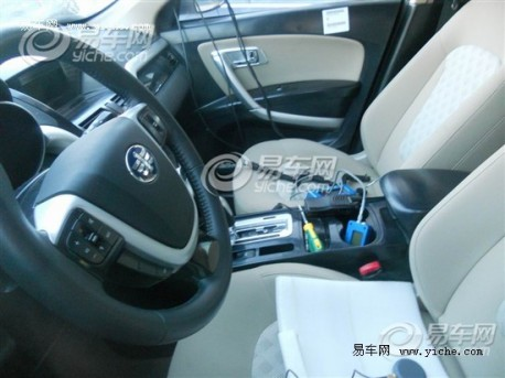 Spy Shots: FAW-Besturn X80 still testing in China
