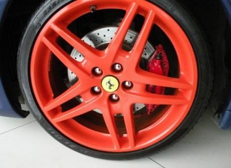 Ferrari F430 is matte blue in China