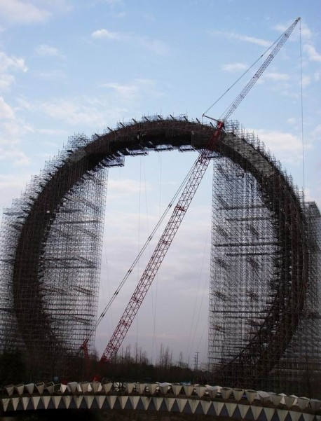 China builds World's largest spokeless Ferris wheel