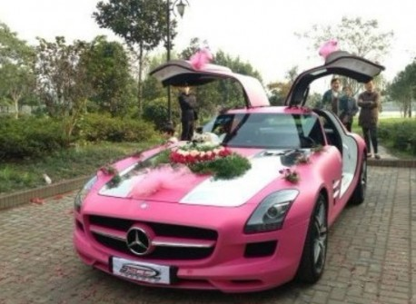 Mercedes-Benz SLS is a Pink wedding car in China
