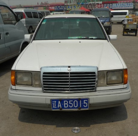 Spotted in China: W124 Mercedes-Benz E320
