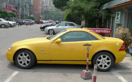 Spotted in China: first generation Mercedes-Benz SLK in Yellow