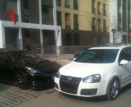 Spotted in China: Nissan GT-R & Volkswagen Golf GTI