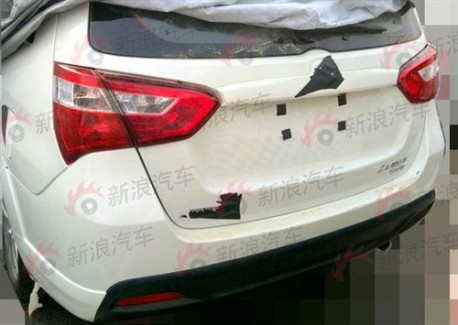 Spy Shots: facelifted Suzuki Liana shows a bit more in China