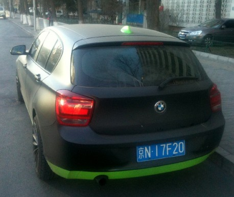 BMW 1-Series is matte black with some green in China