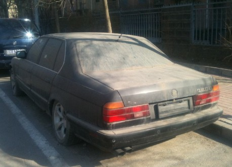 Spotted in China: abandoned E32 BMW 750 iL