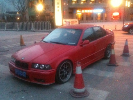 BMW 325i is red & sporty in China