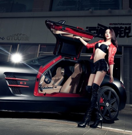 Hot Chinese Babe does a matte black-pink Mercedes-Benz SLS AMG