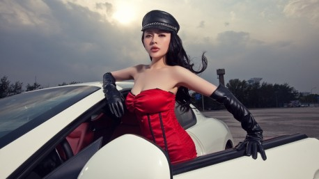 Chinese Babe whips Maserati GT