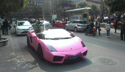 Lamborghini Gallardo is Pink & Black in China