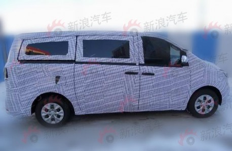 Spy Shots: new Maxus MPV testing in China