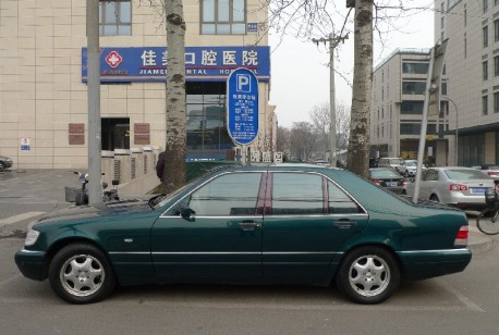 Spotted in China: W140 Mercedes-Benz S280 in Green
