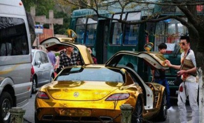 Bling! Mercedes-Benz SLS is Gold in China
