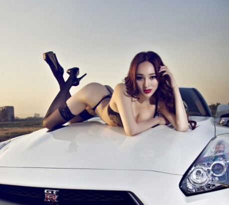 Hot Chinese Babe gets Close to a Nissan GT-R