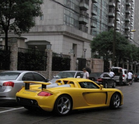 Porsche Carrera GT is Yellow in China