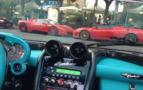 Pagani Zonda Uno meets two Ferrari Spyders in China