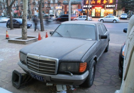 Spotted in China: abandoned W126 Mercedes-Benz 500 SEL
